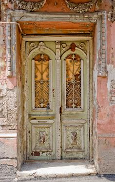 Doors in the old city, Tbilisi, Georgia. Photo Henning(i).
