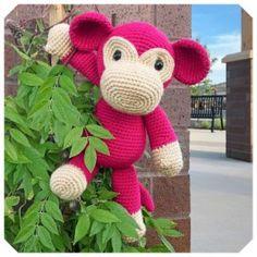 Gratis haakpatronen van Jess Huff | Een Mooi Gebaar Amigurumi Patterns, Crochet Patterns, Giraffe, Elephant, Monkey Pattern, Safari Animals, Crochet Animals, Dinosaur Stuffed Animal, Christmas Ornaments