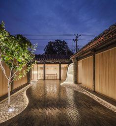 Gallery of Twisting Courtyard / ARCHSTUDIO - 23