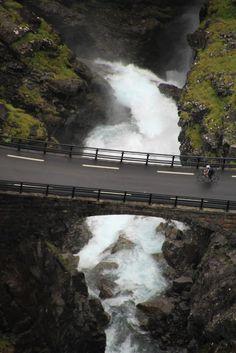 4 Freizeiten Andalsnes Trollstiegen Norwegen Aida Aidasol Kreuzfahrt Wasserfall Brücke Radfahrer