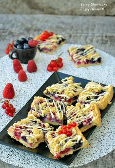 Berry Shortcake French Toast, Berries, Cookies, Breakfast, Ethnic Recipes, Desserts, Blog, Breakfast Cafe, Berry Fruits