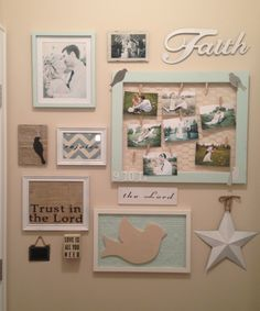 Home Remodel Planner End of the hallway decor - maybe not with the sea theme but I like the idea of it.Home Remodel Planner End of the hallway decor - maybe not with the sea theme but I like the idea of it Chicken Wire Frame, Beach Room, Hallway Decorating, Decorating Ideas, Interior Decorating, Decor Ideas, Wall Collage, Family Collage, Family Wall