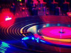 Entre os dias 12 e 15 de agosto é realizado em BH, pela primeira vez, o 'DiscoCrossing', ação inédita de troca de LPs, promovida pelo Café da Livraria da Praça.