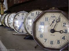 make time stand still Frank Lloyd Wright, Antique Clocks, Vintage Clocks, Radios, Make Time, No Time For Me, Plywood Furniture, Vintage Numbers, Cool Clocks