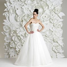 http://flower-wall.com/ creates these beautiful backdrops from paper flowers. Norahx