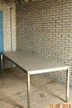 Stuc & stainles steel table