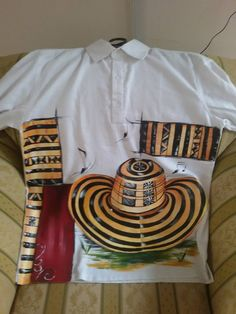 Camisa en lino pintada a mano...por Matty Juliao Painted Hats, T Shirt, Fashion, Vestidos, Tejido, Men's Clothing, Men Styles, Things To Draw, Dressmaker