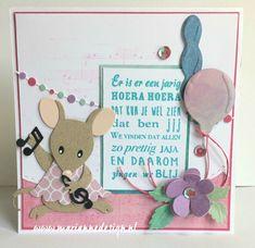Een verjaardagskaart met de Eline's Mice Family en Eline's Outfit Beide zijn collectables, stansmallen, van Marianne Design en ontworpen door Eline Pellinkhof
