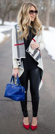 A little leather never hurt anybody! We love the idea of faux leather leggings for our fall wardrobe! Pair these with your favorite oversized sweaters and tunics for a super comfy and easy chic look!