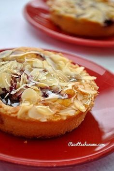 Moelleux amande framboises French Desserts, Just Desserts, Dessert Recipes, Patisserie Cake, Cooking Cookies, Sweet Tarts, Mini Cakes, Chocolates, Sweet Recipes