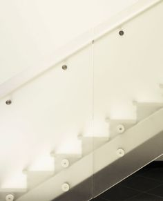 Dreamwalls Glass: Notice the white tone of this low-iron acid etched stair rail.