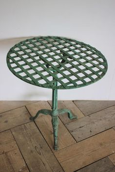 Furniture - A charming, early century continental green painted metal garden table . French Dining Tables, Antique Dining Tables, Table Furniture, Antique Furniture, Metal Garden Table, Painted Metal, French Farmhouse, Metallic Paint, French Antiques
