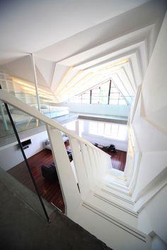 Elegant interior Design of Wulumuqi Road #interiordesign #staircasedesign #bathroom #diningtable find out more pictures here: http://reizco.com/elegant-urban-apartment-design-of-wulumuqi-road-in-white/