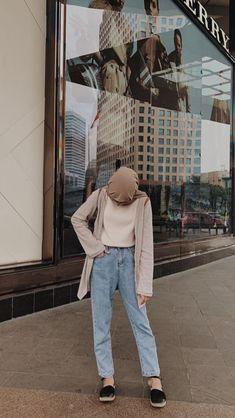Modern Hijab Fashion, Modesty Fashion, Street Hijab Fashion, Hijab Fashion Inspiration, Korean Street Fashion, Muslim Fashion, Ootd Fashion, Fashion Outfits, Casual Hijab Outfit