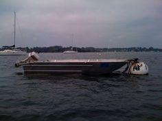 Produzione di barche in alluminio saldato. Fatto a mano stabile e leggero  Peschereccio in alluminio saldato, lo scafo ha il fondo piatto. Barca pesca alluminio barche pesca in alluminio Fabbrica artigianale di barche in alluminio