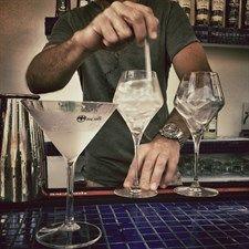 Il Cuba Libre perfetto         Sembra facile: coca, rum, lime. Ma per preparare il cocktail più classico il segreto sta nelle dosi, e nel lime. Ecco cosa abbiamo imparato al corso di mixology di Bacardi alle Isole Tremiti. Innanzitutto a brindare, così: «Por Cuba Libre!»  .News dal Mondo FASHION.. Per i vostri acquisti, visitate www.dadeshoes.com, scarpe e accessori firmati ai prezzi più bassi del web! LIU JO, CESARE P, VIC MATIE', GABS, D'ACQUASPARTA, LORIBLU, DOUCAL'S