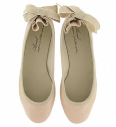 Ballet inspired bow back flats. Anniel Moda.