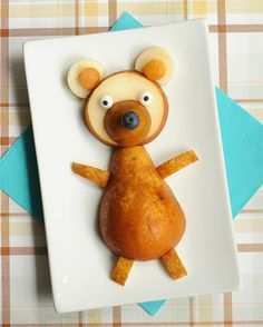 Hey, pear bear. / 19 Easy And Adorable Animal Snacks To Make With Kids (via BuzzFeed)