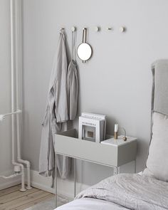 home decor signs Minimalist House Design, Minimalist Decor, Fern Living, Modern Scandinavian Interior, Plant Box, Interior Design Inspiration, Cozy House, Home Decor Accessories, Apartment Living