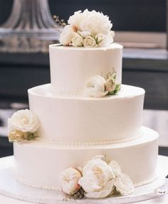 Wedding cake idea; Featured Photographer: Kelly Kollar Photography