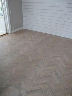 20-talshuset: Fiskbensparkett Herringbone Wood Floor, Hardwood Floors, Flooring, Floor Layout, Home Projects, Interior Inspiration, Tile Floor, Diy Home Decor, House Design