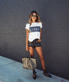 "JULIE SARIÑANA (@sincerelyjules) na Instagramie: ""1 9 8 6. ❤️ / NEW tee @shop_sincerelyjules  Shop this tee in the link in bio!"""