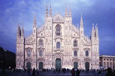 There are many sights you must see in Milan, some of them are really little known.From cultural sites to food, here are all the places you must see in Milan Milan Cathedral, Gothic Cathedral, Barcelona Cathedral, London City, Duomo Milan, Culture Of Italy, Italy Map, Church Building, Art History