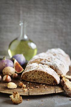 Joululeivän kaava on tässä. Lämmitä kotikalja leivän nesteeksi ja pilko joukkoon runsaasti viikunoita ja manteleita.