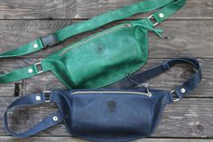 Leather Bum Bags, Leather Fanny Pack, Brown Leather Belt, Leather Belts, Green Leather, Leather Men, Hip Bag, Small Backpack, Green Bag