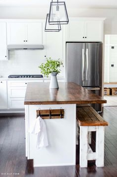 A DIY Barn Wood Kitchen Island tutorial, using reclaimed wood. Add farmhouse sty… A DIY Barn Wood Kitchen Island tutorial, using reclaimed wood. Add farmhouse style, richness, and contrast to your farmhouse kitchen! Farm Kitchen Ideas, New Kitchen, Kitchen Interior, Kitchen Decor, Farm Kitchen Design, Kitchen Tables, Interior Modern, Küchen Design, Home Design