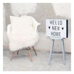 ☆ NEW HOME ☆ Wat is dit spannend: we hebben vorige week de sleutels gekregen van ons eerste huis! We zijn mega blij en enthousiast en kunnen niet wachten tot dit huis echt ons thuis is. Ik laat jullie graag zien hoe het huis er nu uit ziet (niet schrikken;-) op homecrush.nl  Morgen vertel ik in een nieuwe blogpost hoe de eerste week klussen is gegaan!  Voor diegenen die dit leuk vinden om te volgen, en misschien wel tips voor me hebben: link in bio!  #newhome #klussen #vannietsnaari...