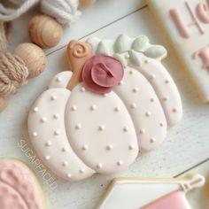 Fall Decorated Cookies, Fall Cookies, Iced Cookies, Pumpkin Cookies, Royal Icing Cookies, Crazy Cookies, Cut Out Cookies, No Bake Sugar Cookies, Thanksgiving Cookies