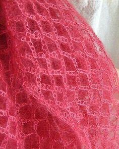 Crochet Baby Shawl, Crochet Poncho Patterns, Crochet Beanie Pattern, Diy Crochet, Shawl Patterns, Crochet Stitches, Crochet Tutorial, Crochet Squares, Crochet Gifts