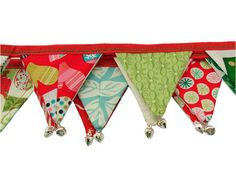 I really want this!  Just love the little jingle bells at the bottom of each banner - nice!!! #fabric_banner