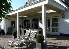 De zomers in Nederland zijn de laatste jaren veelal warm maar ook nat. Een veranda biedt dan uitkomst. U kunt dan toch op een warme zomeravond buiten zitten terwijl het regent. Heerlijk toch?! Vand...