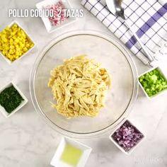 Creamy Chicken Salad Wreath - My Videos - Comida Healthy Juices, Healthy Meal Prep, Healthy Recipes, Mexican Snacks, Mexican Food Recipes, Bien Tasty, Buzzfeed Tasty, Love Eat, Health And Nutrition