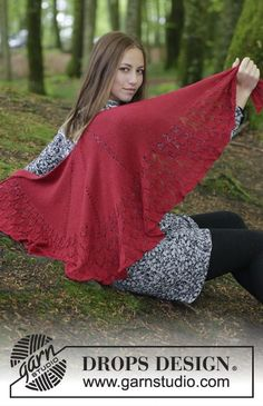Fuego de Dragon - Knitted shawl with edge in lace pattern. Piece is knitted in DROPS BabyAlpaca Silk. Free knitted pattern DROPS 183-17