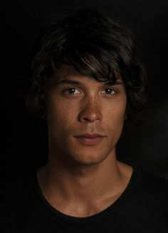 Bob Morley is Bellamy Blake in The 100 Bob Morley, Bellarke, The 100 Show, The 100 Cast, Eliza Taylor, The Cw, Best Tv Shows, Favorite Tv Shows, Bellamy The 100
