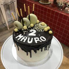 Tarta buttercream con dripp de chocolate. Fondant, Chocolate, Cake, Desserts, Food, Pies, Tailgate Desserts, Deserts, Kuchen