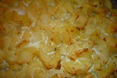 Cartofi noi in sos de branza feta si usturoi la cuptor