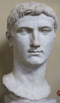 Cabeza de una estatua de Augusto encontrada en Veio en 1811 durante las excavaciones realizadas por Andrea Giorgi. Actualmente en los Museos Vaticanos.