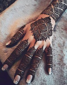 Mehndi is something that every girl want. Arabic mehndi design is another beautiful mehndi design. We will show Arabic Mehndi Designs. Henna Hand Designs, Mehndi Designs Finger, Wedding Henna Designs, Modern Mehndi Designs, Mehndi Design Pictures, Mehndi Designs For Fingers, Beautiful Mehndi Design, Arabic Mehndi Designs, Latest Mehndi Designs