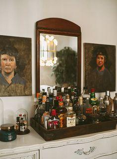 "Fantastic ""bar cart decorating""x detail is offered on our website. Bar Sala, Home Bar Cabinet, Bar Tray, Trays, Bar Cart Decor, Bar Set Up, Vintage Bar, Bars For Home, Decoration"