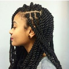 All styles of box braids to sublimate her hair afro On long box braids, everything is allowed! For fans of all kinds of buns, Afro braids in XXL bun bun work as well as the low glamorous bun Zoe Kravitz. Box Braids Hairstyles, African Hairstyles, Marley Twist Hairstyles, Dreadlock Hairstyles, Long Hairstyles, Hairdos, Wedding Hairstyles, Nappy Hairstyle, Hair Colorful