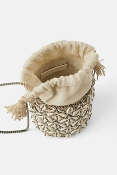 Straw crossbody bag with seashells - Bags 2019 Clutch Bag, Crossbody Bag, Ethnic Bag, Potli Bags, Boho Bags, Basket Bag, Beaded Bags, Zara, Small Bags