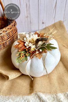 Velvet Pumpkins, Fabric Pumpkins, Fall Pumpkins, Fall Pumpkin Crafts, Autumn Crafts, Pumpkin Centerpieces, Flower Centerpieces, Fall Halloween, Halloween Crafts
