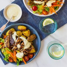 Chicken Salad with Curry Yoghurt Dressing and Roasted Potatoes Cherry Tomato Salad, Chicken Curry Salad, Roasted Potatoes, Yum Yum Chicken, Healthy Smoothies, Tandoori Chicken, I Foods, Summer Bbq, Healthy Recipes