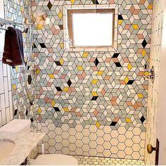 Geometrically cool #bathroomdesign via @prattandlarson / / #tiletuesday #instadecor #tile #tilegeeks #tiling #tilework #interior #interiors #tileart #interiordesign #tileaddiction #tiled #bathroomremodel #bathroom #interiordesigner #interiorinspiration #homedecor #homedesign #idcdesigners #ihavethisthingwithtiles #hexagon #hexalove #tiles #pattern #geometric #instastyle