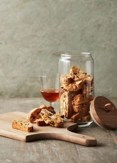 Biscotti / Photographed by Jamie Orlando-Smith Food Photography Lighting, Food Photography Tips, Cake Photography, Biscotti Recipe, Biscuits, Food Design, Fall Recipes, Food Styling, Breakfast Recipes
