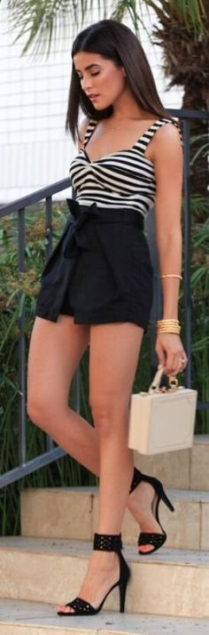 Sazan Black And White Chic Outfit Idea
